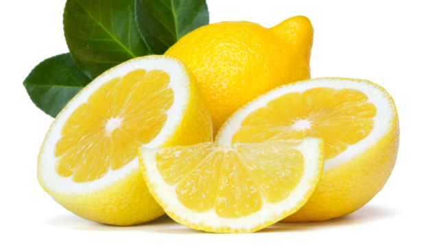 get rid of yellow teeth using lemon